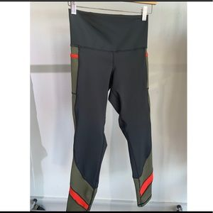 DYI Tone Up Colorblock - Black/Olive/Ref - M - NWT